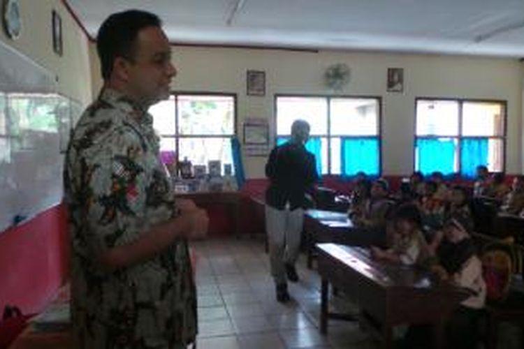 Menteri Kebudayaan dan Pendidikan Dasar dan Menengah Anies Baswedan melakukan sidak di SD Negeri Sukmajaya. Jumat (14/11/2014).