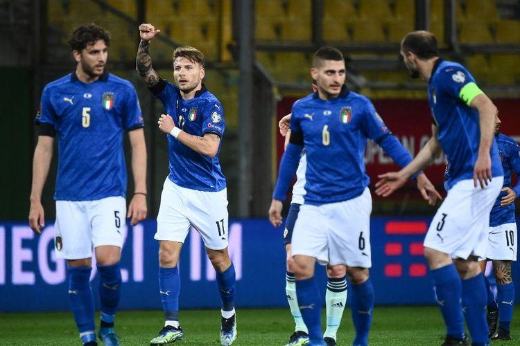 Penyerang Timnas Italia, Ciro Immobile, merayakan golnya pada laga Kualifikasi Piala Dunia 2022 kontra Irlandia Utara di Stadion Ennio-Tardini, Parma, pada 25 Maret 2021.