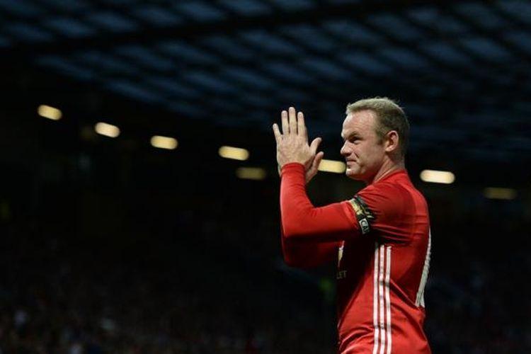 Wayne Rooney menjalani laga testimonial saat Manchester United melawan Everton di Stadion Old Trafford, Rabu (4/8/2016).