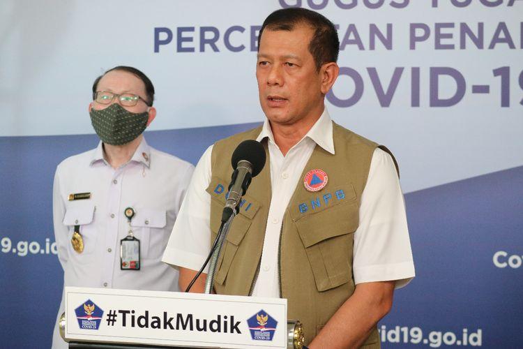 Kepala Gugus Tugas Percepatan Penanganan Covid-19 Doni Monardo yang juga Kepala Badan Nasional Penanggulangan Bencana (BNPB) di Graha BNPB, Jakarta, Selasa (14/4/2020).