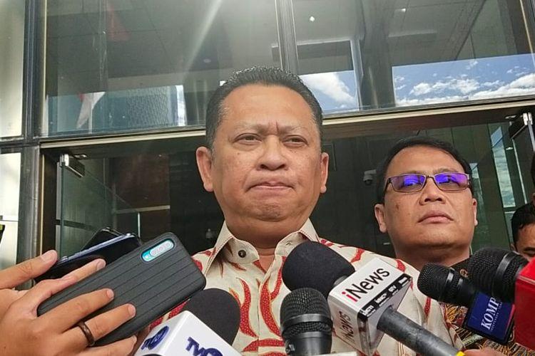 Ketua MPR Bambang Soesatyo memberi keterangan kepada pers usai bertemu Pimpinan KPK di Gedung Merah Putih KPK, Senin (9/3/2020).