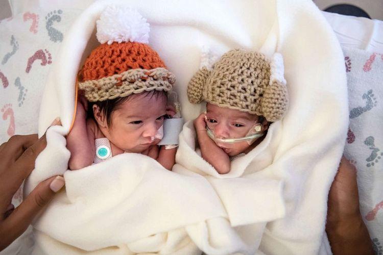 Bayi kembar Camden dan Callie Riley adalah satu dari 12 pasang bayi kembar yang lahir di RS Saint Luke, Kansas City, dalam suasana Thanksgiving.