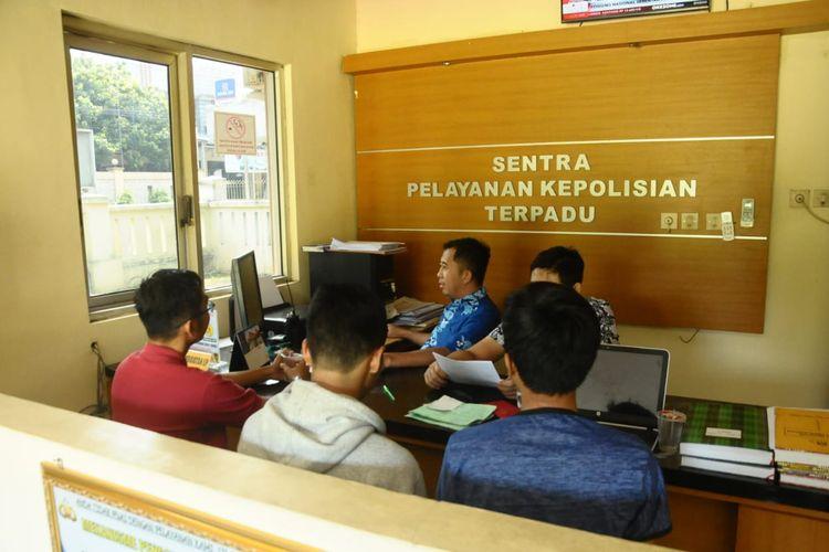 Mahasiswa dan dosen Jurusan Hubungan Internasional Universitas Jenderal Soedirman Purwokerto ke Mapolres Banyumas, Jawa Tengah, Selasa (9/4/2019)