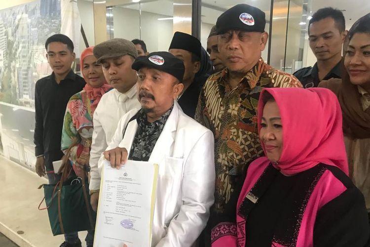 Koalisi Masyarakat Anti-korupsi dan Hoaks (Kammah) melaporkan anggota Dewan Pertimbangan Presiden, Agum Gumelar, ke Bareskrim Polri, atas dugaan mengetahui perkara tapi tak melaporkannya, pada Selasa (19/3/2019).