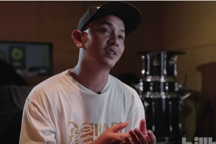 Rapper Tuan Tigabelas saat wawancara bersama Billboard Indonesia.