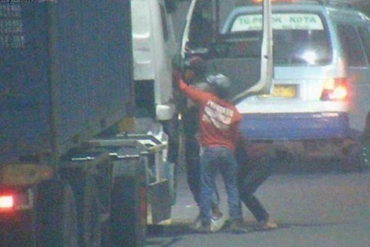 Pelaku perampasan HP kepada supir truk di tol Kemayoran, Jakarta Pusat