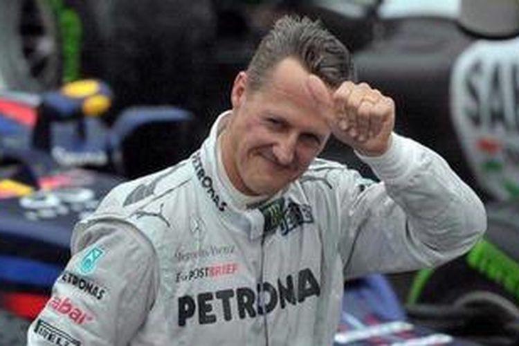 Pebalap Mercedes, Michael Schumacher, usai GP Brasil, Minggu (25/11/2012). Ini adalah balapan terakhir Schumacher, karena setelahnya dia pensiun.