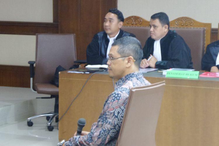 Politisi PKS Yudi Widiana duduk di kursi terdakwa di Pengadilan Tipikor Jakarta, Rabu (6/12/2017).