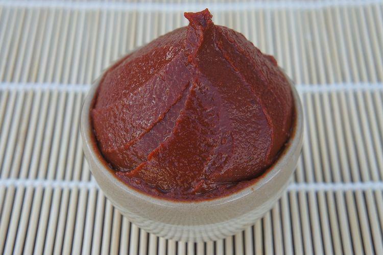 Ilustrasi gochujang, pasta khas Korea.