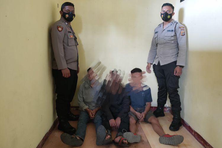 Tiga pelaku pemerkosaan terhadap anak dibawah umur yang ditangkap personel Polres Bener Meriah, Aceh.