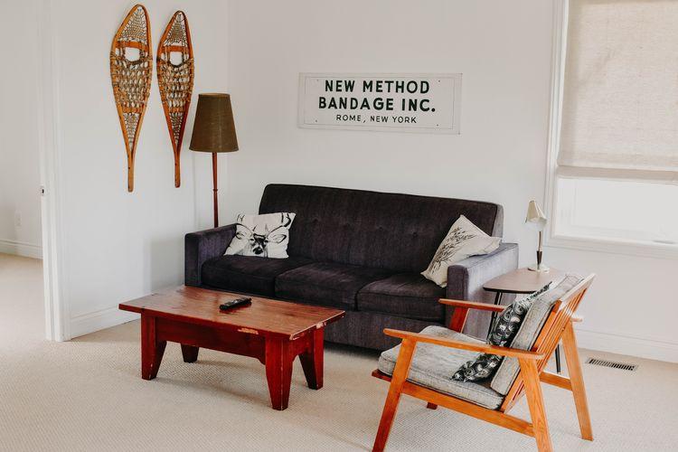 Ruang minimalis yang mudah dirapikan.