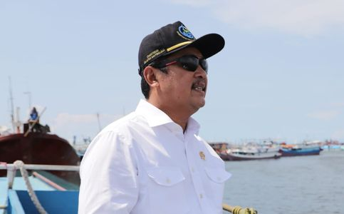Indonesian Marine Affairs Minister Urges Public to Safeguard Marine Ecosystems