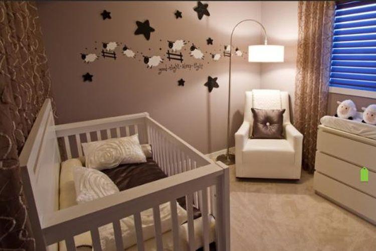 Pastikan memilih tempat tidur bayi yang nyaman  untuk bayi Anda. Berikan juga tata cahaya lampu yang tidak terlalu terang, sebaiknya lampu dikamar tidur bayi harus hangat dan juga tidak terlalu redup.