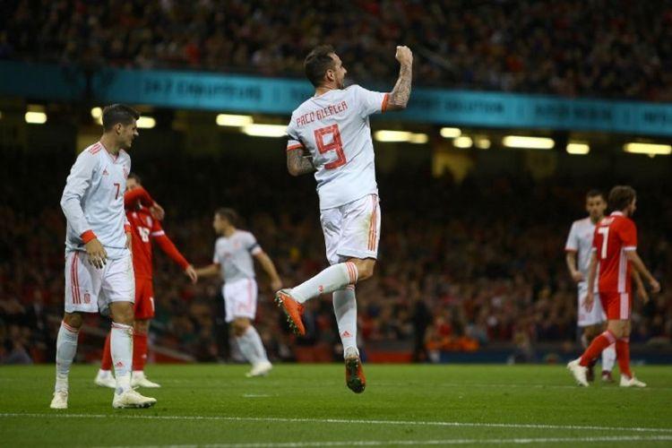 Paco Alcacer merayakan golnya pada laga Wales vs Spanyol di Cardiff, 11 Oktober 2018.