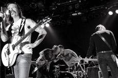 Vokalisnya Terluka, Eagles of Death Metal Batalkan Sisa Jadwal Konser