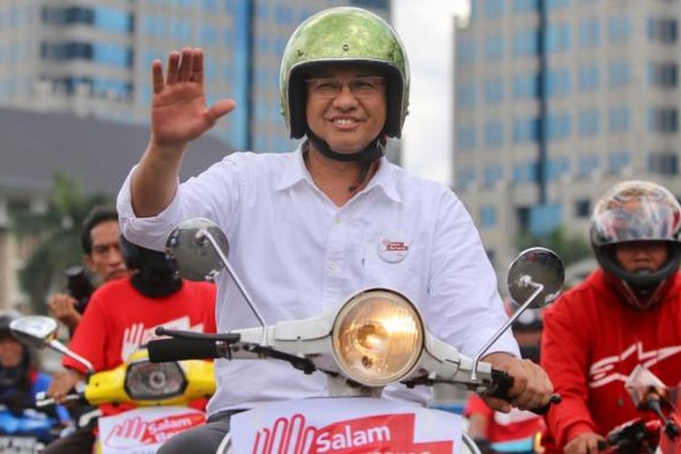 pasangan nomor urut 3 anies baswedan gubernur dan wakil gubernur yang maju di Pemilihan Kepala Daerah DKI 2017 mendeklarasikan kampanye damai di silang barat daya Lapangan Monas, Jakarta Pusat, Sabtu (29/10/2016).