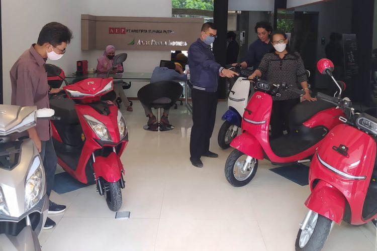 Motor listrik Rakata Motorcycle hadir dengan dua model, yakni Rakata X5 dan Rakata S9