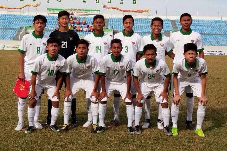 Starter timnas U-16 saat menghadapi China Taipe di Danang, Minggu (18/6/2017).