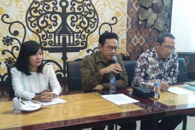 Jajaran pimpinan PT Cirebon Energi Prasarana dalam konferensi pers soal pembangunan Pembangkit Listrik Tenaga Uap (PLTU) Cirebon, di Jakarta, Jumat (4/5/2018).