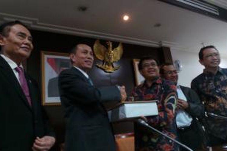 Pimpinan Dewan Perwakilan Rakyat menerima 12 nama calon hakim agung dari Ketua Komisi Yudisial Suparman Marzuki pada Selasa (30/7/2013).