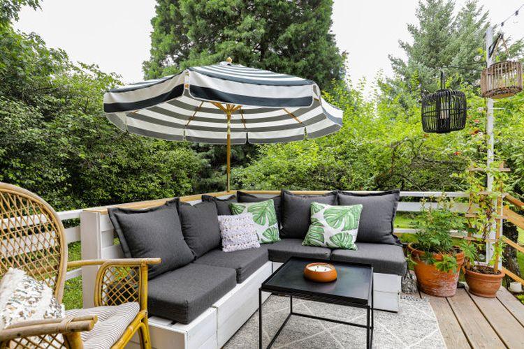 Rumah mungil yang menyediakan ruang santai outdoor karya Katie Anderson