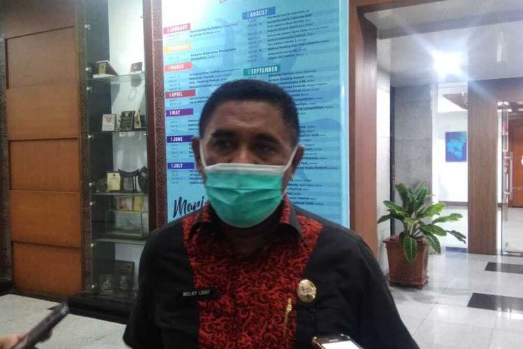 Kepala Biro Humas dan Protokoler Setda Maluku, Melky Lohy saat diwawancarai wartawan di Kantor Gubernur Maluku, Kamis malam (11/6/202)