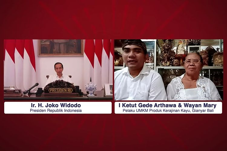 Presiden Jokowi berdialog dengan pengrajin kayu asal Bali Ketut Gede Arthawa, Kamis (14/5/2020).