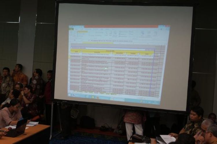 Rapat input e-budgeting RAPBD DKI 2015 bidang keuangan yang berlangsung bersamaan dengan rapat-rapat bidang lainnya, di Balai Kota, Kamis (19/3/2015)