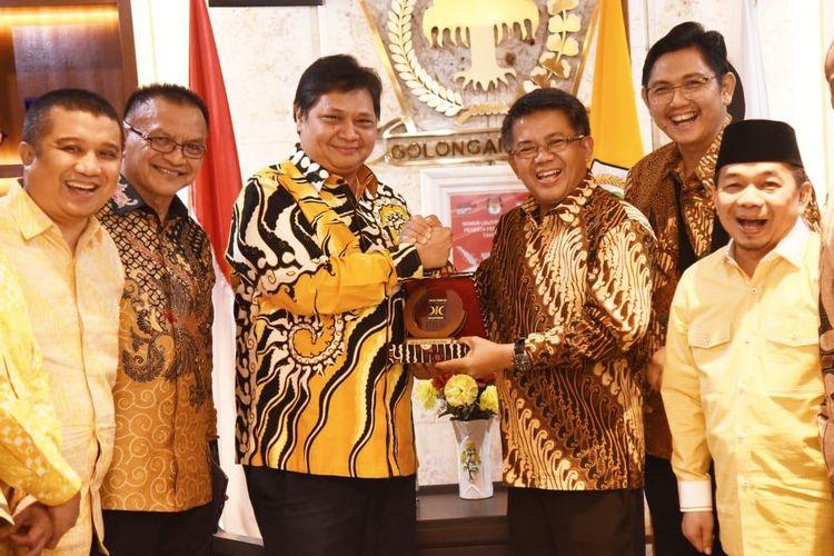 Ketua Umum Partai Golkar bertemu dengan Presiden Partai Keadilan Sejahtera (PKS) di Kantor DPP Partai Golkar, Slipi, Jakarta Barat, Selasa (25/2/2020)