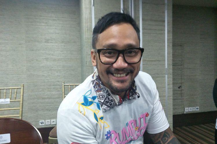 Tora Sudiro saat ditemui dalam jumpa pers peluncuran poster dan trailer film Rumput Tetangga di kawasan Sudirman, Jakarta Selatan, Kamis (21/3/2019).
