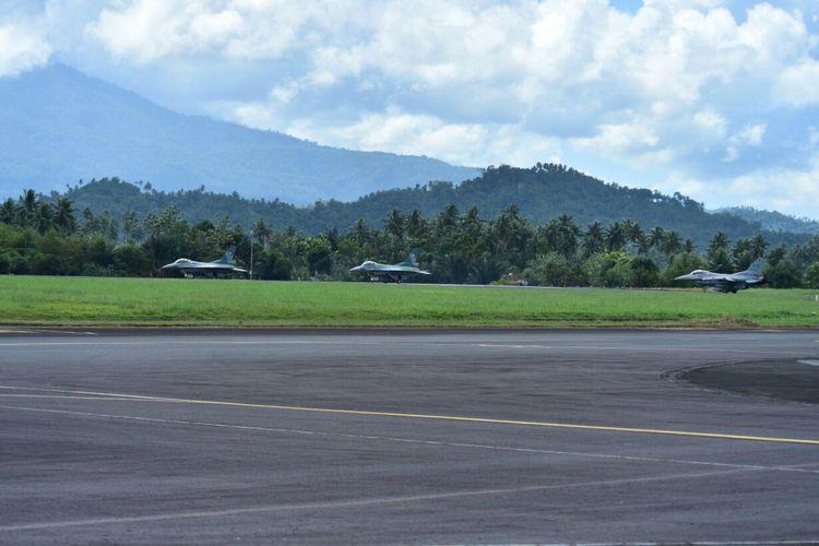 Pesawat Tempur F-16 TNI AU Lanud Roesmin Nurjadin Pekanbaru melaksanakan latihan beberapa waktu lalu.