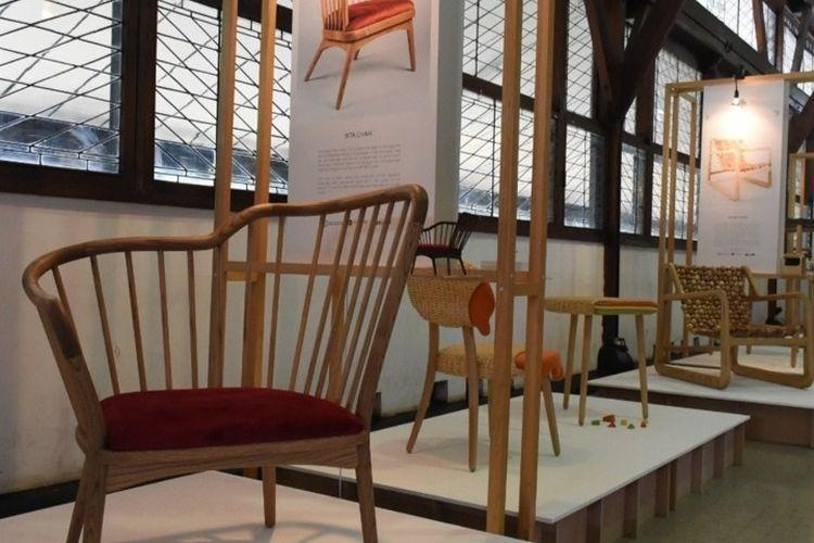 Karya-karya desain dari peserta FSRD ITB-STIDC Furniture Design Training Program 2019 Completion Ceremony and Design Exhibition di Aula Timur ITB, Rabu (11/12/2019).