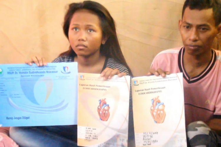 Annisa, pelajar SMP di Parepare terpaksa bolos sekolah untuk mencari sumbangan pengobatan jantung ayahnya.