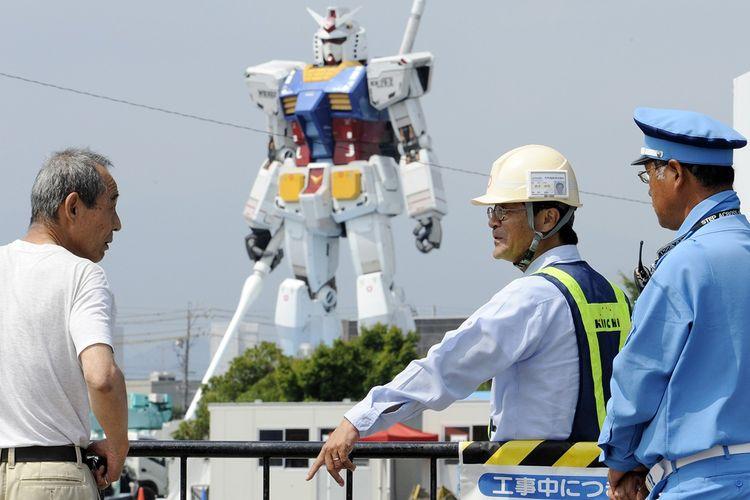 Robot Gundam raksasa