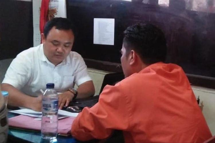 Kepala Sekolah SMA Semi Militer Plus Taruna Indonesia Tarmizi Endrianto ketika menjalani pemeriksaan di Polresta Palembang, Rabu (24/7/2019).