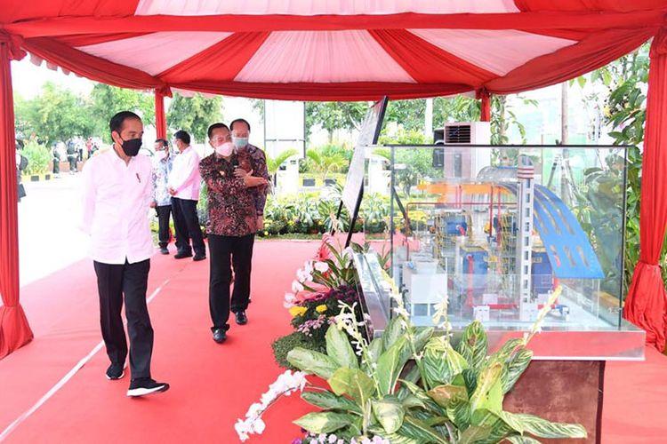 Jokowi mengecek sistem PSEL Benowo Surabaya, Kamis (6/5/2021).