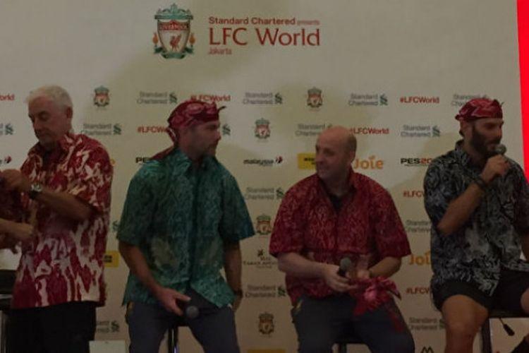 Para legenda Liverpool (ki-ka): Roy Evans, Jason McAteer, GGary McAllister, Patrik Berger, saat hadir di LFC World di Mal Taman Anggrek, Jakarta, Kamis (8/3/2018).