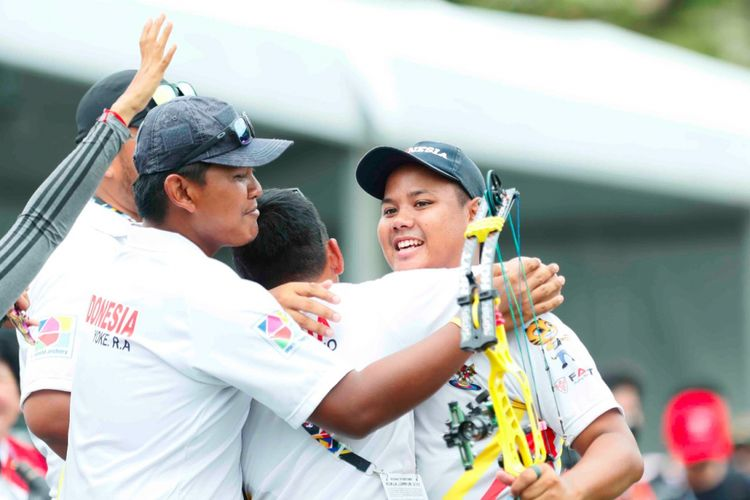 Pepanah putra Indonesia, Prima Wisnu Wardhana, mempersembahkan medali emas kedua bagi Indonesia pada ajang SEA Games 2017.
