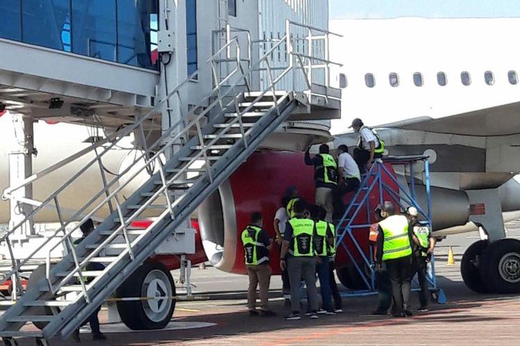 Pesawat Batik Air saat menabrak garbarata di Bandara Internasional I Gusti Ngurah Rai Bali