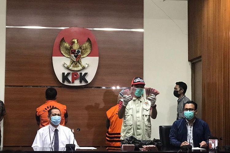 Komisi Pemberantasan Korupsi (KPK) mengamankan uang sebesar Rp 250 juta terkait Operasi Tangkap Tangan (OTT) di Kolaka Timur, Sulawesi Tenggara pada Selasa (22/09/2021).