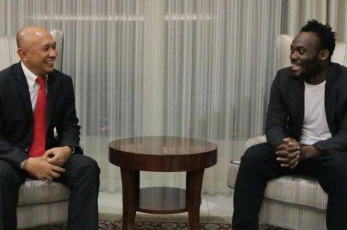 Ke Istana, Michael Essien Diperkenalkan kepada Teten Masduki