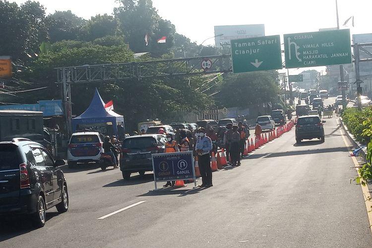 Situasi ganjil genap di jalur Puncak Bogor, Jawa Barat, Sabtu (18/9/2021)