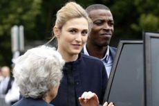 Kekasih Baru Presiden Perancis Muncul dalam Acara Kenegaraan