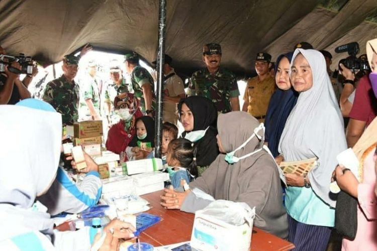 Beberapa hari menjelang berakhirnya proses observasi dan karantina yang dilakukan di hanggar Lanud Raden Sadjad Ranai, Kabupaten Natuna, Kepulauan Riau (Kepri) terhadap 238 WNI dari Wuhan, China dan 47 tim penjemput. 700 personil yang tergabung dalam misi kemanusiaan ini, yakni Komando Tugas Gabungan Terpadu Operasi Kemanusiaan Natuna (Kogasgabpad) dikunjungi Panglima TNI dan Kapolri, Kamis (13/2/2020) kemarin.