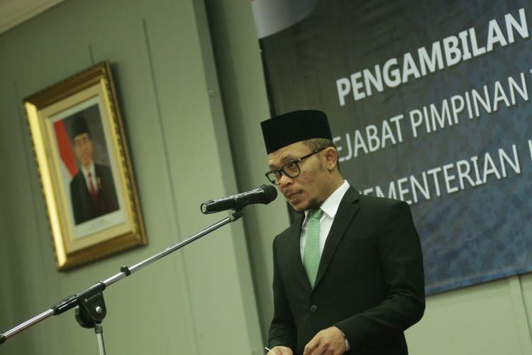 Menteri Ketenagakerjaan (Menaker) M. Hanif Dhakiri saat memberikan sambutan pelantikan di ruang serbaguna Kemnaker, Jakarta, sesuai dengan rilis tertulis, Selasa (24/9/2019).