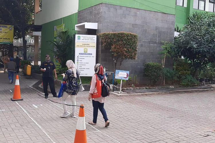 Sekolah SMPN 2 Kota Bekasi jadi percontohan belum lakukan tatap muka, Selasa (13/7/2020).