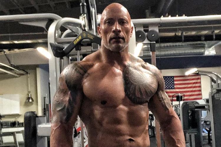 The Rock memamerkan bentuk tubuhnya usai 18 minggu latihan intensif dan diet ketat