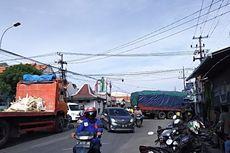 Diduga Rem Blong, Truk Tabrak Rumah, Sepeda Motor, dan Gerobak Mi, Sopir Sempat Terjepit