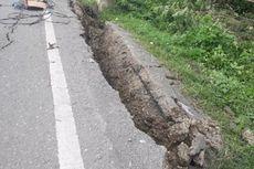 Jalan Trans Sulawesi Ambles karena Tanah Bergerak, 1 KK Mengungsi