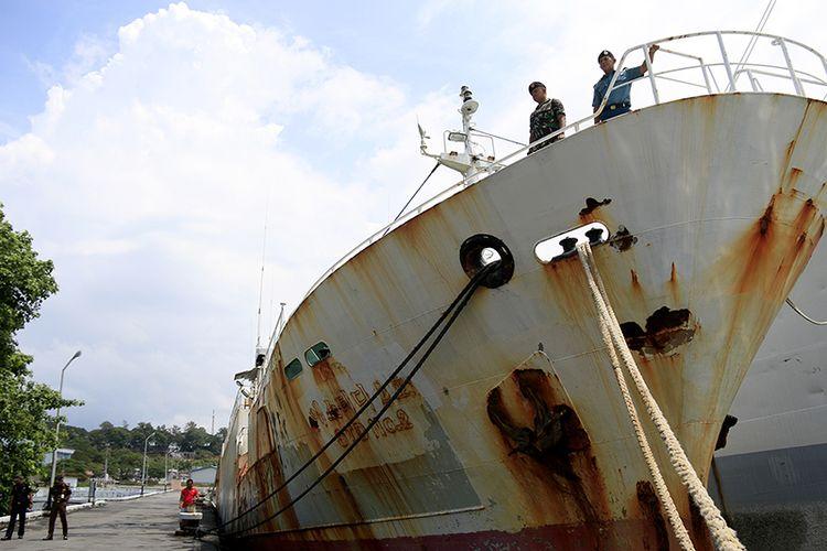 Andrey Dolgov, Kapal asing buronan Interpol berbendera Togo, Afrika yang berhasil ditangkap oleh TNI AL Lanal Sabang pada Sabtu (07/04/2018) lalu masih berada di pelabuhan pangkalan TNI AL Lanal Sabang, dibawah pengendalian Kejari Sabang, Sabtu (23/02/2019).